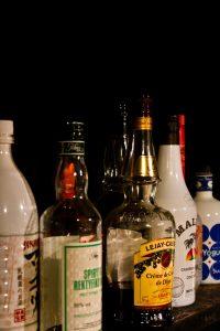 お酒を飲む場でのパーティー・イベントの飲み方